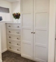 2 door wardrobe 5 draw chest of drawers