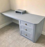 Fitted 3 drawer desk
